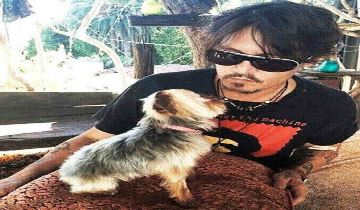 Johny Depp with Pet dog